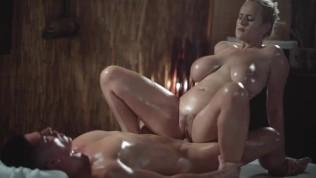 विशाल प्राकृतिक स्तन के साथ मालिश कमरे सेक्सी एमआईएलए