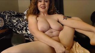 बड़े स्तन के साथ उत्तम दर्जे का रेड इंडियन कौगर