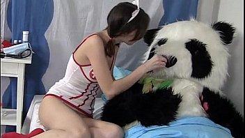 सुंदर नर्स पांडा गर्म सेक्स का इलाज करती है